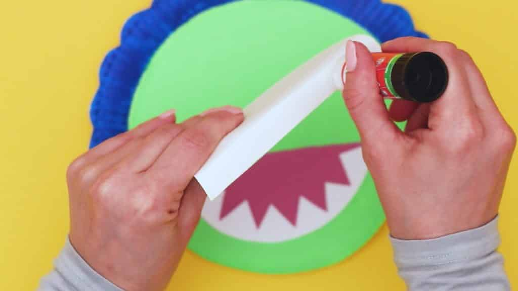 Learn how to make a paper plate dinosaur with our paper plate triceratops tutorial. A fun and easy dinosaur craft that will inspire creativity.
