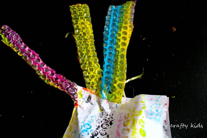 Arty Crafty Kids   Craft   Puffy Bubble Wrap Octopus Craft   A cool under the sea octopus craft for kids.