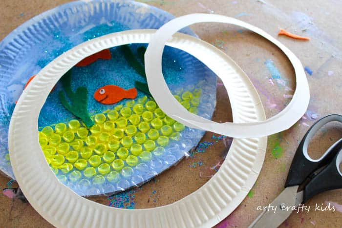 Arty Crafty Kids | Craft | Paper Plate Goldfish Bowl Craft | A fun and interactive goldfish bowl craft idea for kids.