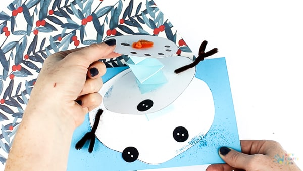 Arty Crafty Kids - Melting Snowman Paper Craft, with a handy printable template included. A fun and easy snowman craft that really melts! Make its head wobble and body shrink into the paper #kidscrafts #christmas #christmascrafts #winter #snowman