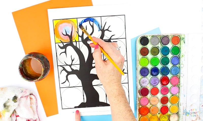 Arty Crafty Kids - Spooky Tree Kandinsky Inspired Circle Art - A fun Halloween twist on a popular art project #halloweenart #artforkids