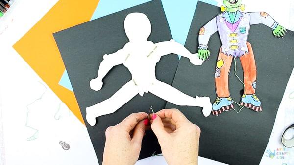 Arty Crafty Kids - Halloween Printable Puppets - A playful Halloween paper craft for Kids! #halloweencrafts #papercrafts #kidscrafts