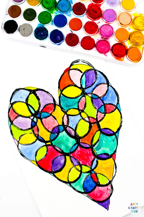 Arty Crafty Kids | A Valentine's themed Circle Heart Art Project for kids. Simply download the printable template to get started! #artycraftykids #valentinesday #kidsart #kidscrafts #templates #printable
