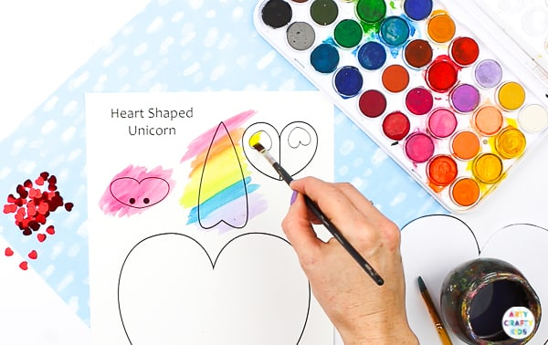 Arty Crafty Kids | Unicorn Heart Craft for kids - a darling craft for any day of the week, especially Valentine's. Simply download and print the template to get started! #artycraftykids #kidscrafts #unicorns #printable #template #teachers #valentinesday