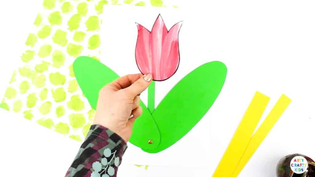 Arty Crafty Kids | 3D Spring Flower Craft for Kids. Using our printable templates, create a Spring Flower that pops from the page! A fun and engaging craft for kids #artycraftykids