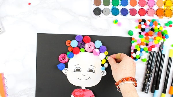 Create crazy hair with buttons, yarn, paper and loose parts! A fun and engaging printable template designed for preschoolers. The template comes as part of the 'All About Me' book.