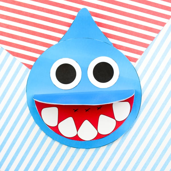 How to make a Shark Father's Day card - Inspired by the Baby Shark Song! A super cute printable shark craft that's perfect for shark week and the 'ocean animal' themed topic at school.