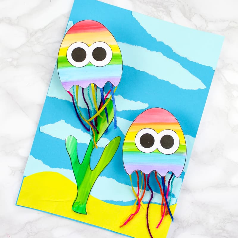 Kick start a summer craft session with this printable paper jellyfish craft for kids. The jellyfish wobble, bounce and swim, making this under sea craft super fun and engaging #artycraftykids #underthesea #kidscrafts