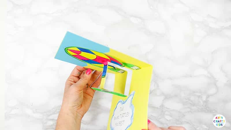 How to Make a Turtle Pop Up Card for Father's Day  - a super easy father's day craf t for kids to make this Father's Day #artycraftykids #fathersday #kidscrafts