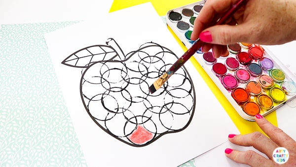 Arty Crafty Kids   Back to School Circle Print Apple Craft   A fun and simple back to school apple craft for kids, with a printable apple template #artycraftykids #autumncrafts