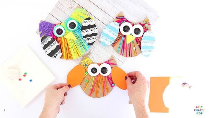 Yarn Wrapped Owl Craft for kids to make with recycled materials. A great fine motor activity for preschoolers and children in kindergarten and early years education.