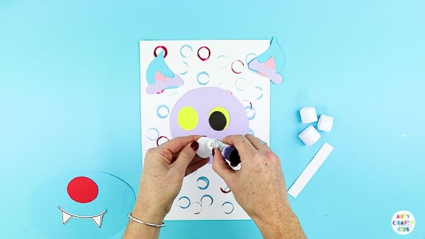 Arty Crafty Kids | Assemble the eyes of the wolf.