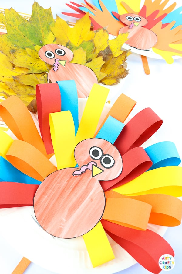 Arty Crafty Kids | Paper Plate Turkey Craft. A fun and interactive fall and Thanksgiving craft for kids.