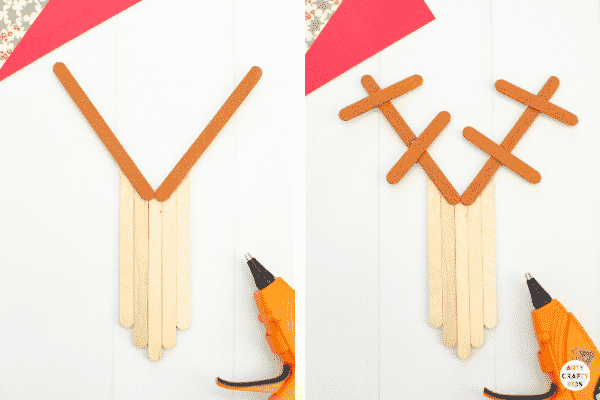 Learn how to make a Craft Stick Reindeer Ornament for the Christmas Craft | A fun and easy reindeer Christmas craft for kids.