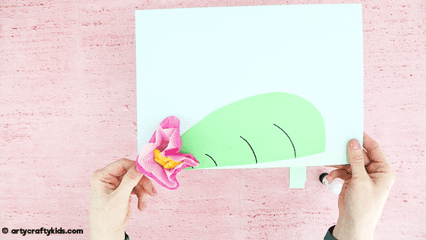A fun, engaging and easy spring craft for kids: Bobble Head Paper Frog Craft. Incorporate this cute froggy craft into a life cycle of a frog lesson or activity or use it for a Spring display board at school. Download the drop template to get started!