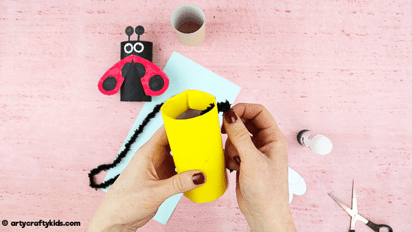 How to Make a Toilet Paper Roll Bee. Cut and easy bee craft for kids.