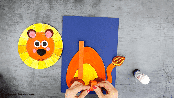 Looking for an easy animal craft to try with the kids? take a look at this super easy and fun 3D Paper Lion Craft.