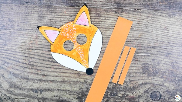 Cut out the elements from the fox templates and create x3 strips - One the complete length of an A4 sheet and two small strips of aqual size - approx 4in.