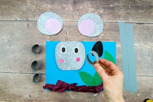 3D Koala Craft for Kids: Celebrate Australia Day with this adorable paper craft for kids - Children can play with paints to create the koalas fur; scrunch and twist tissue paper to make branches and leaves; and use 3D elements to explore depth, perspective and bounce.
