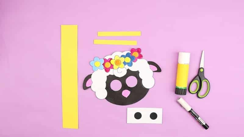 Image showing the lamb elements cut out and 3 yellow card strips, two short and one long.