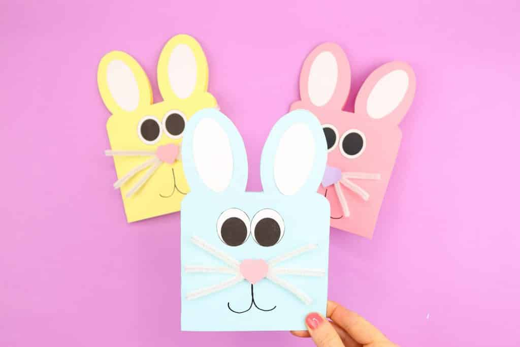 Learn how to make these Easy Easter Bunny Cards - simply start with the printable Easter Bunny Card Template and cut, trace and stick! A quick and easy Easter craft for kids to try at home or within the classroom.