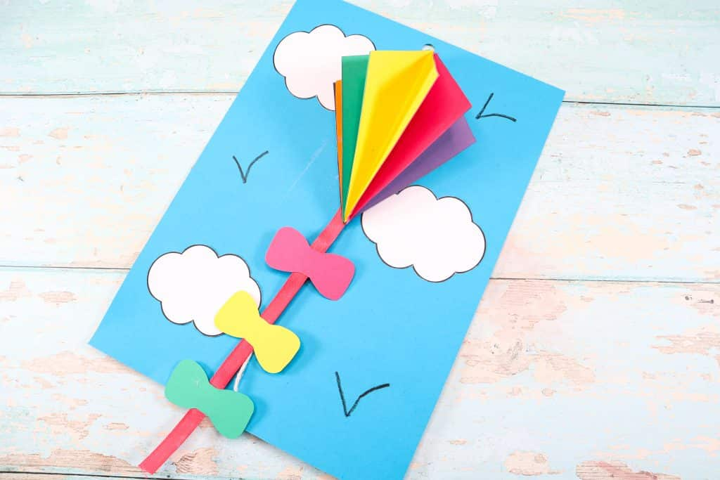Let's make a 3D Flying Kite craft with the kids this Summer! A fun and easy to make 3D kite craft that uses a pulley system to make the kite fly high up into the sky!