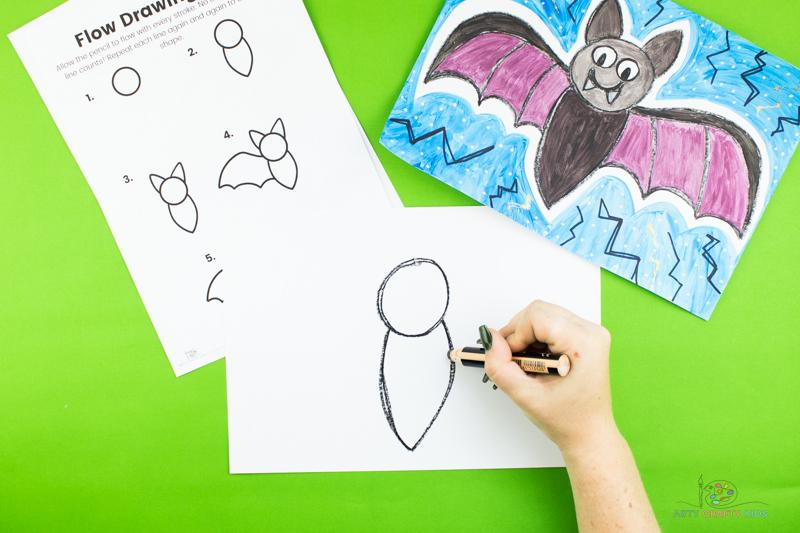 Dessinez une forme triangulaire à partir du bas du cercle pour dessiner le corps de la chauve-souris.
